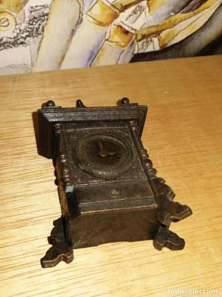 Escribanía: Sacapuntas de colección forma reloj . 9,3cm. Le falta una pata. ver fotos. W - Foto 2 - 234914365