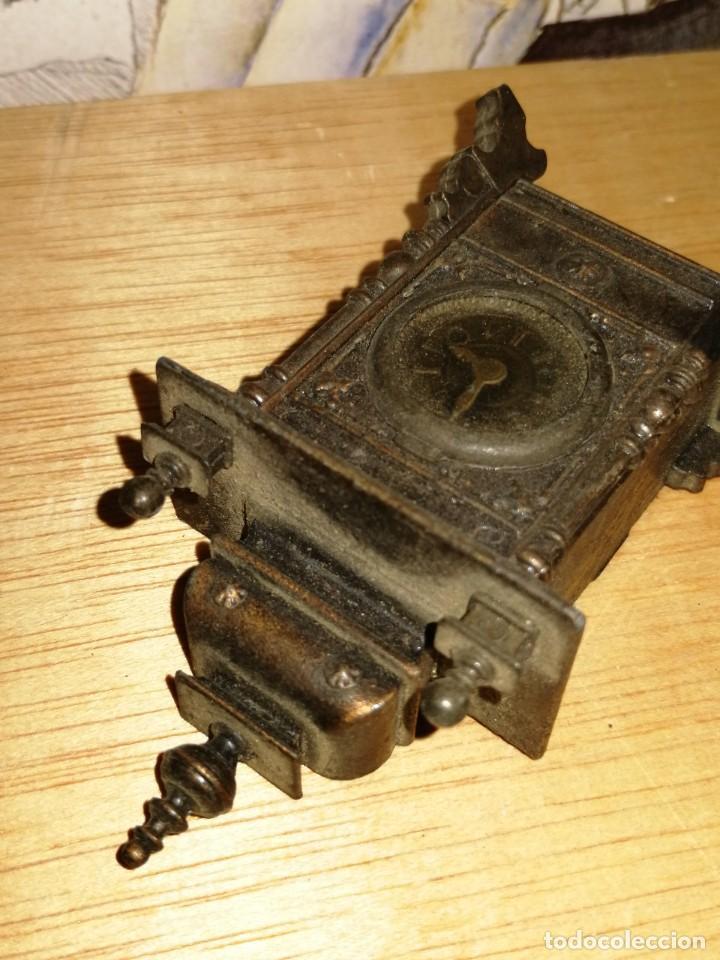 Escribanía: Sacapuntas de colección forma reloj . 9,3cm. Le falta una pata. ver fotos. W - Foto 3 - 234914365
