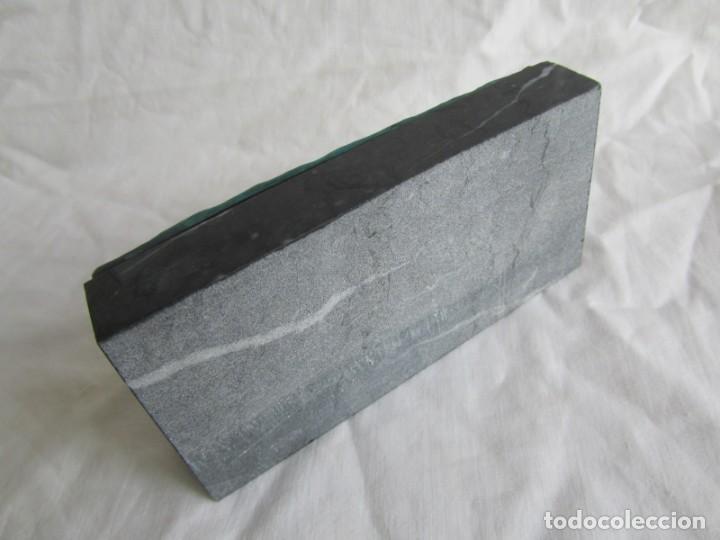 Escribanía: Pisapapeles de Repsol en bronce patinado sobre peana de mármol negro - Foto 7 - 243848685