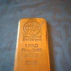 Escribanía: ORIGINAL PISA PAPELES LINGOTE DE ORO 1 KG FINE GOLD 999,9,SBG UBS UNION BANK OF SWITZERLAND.METAL. Lote 246323265