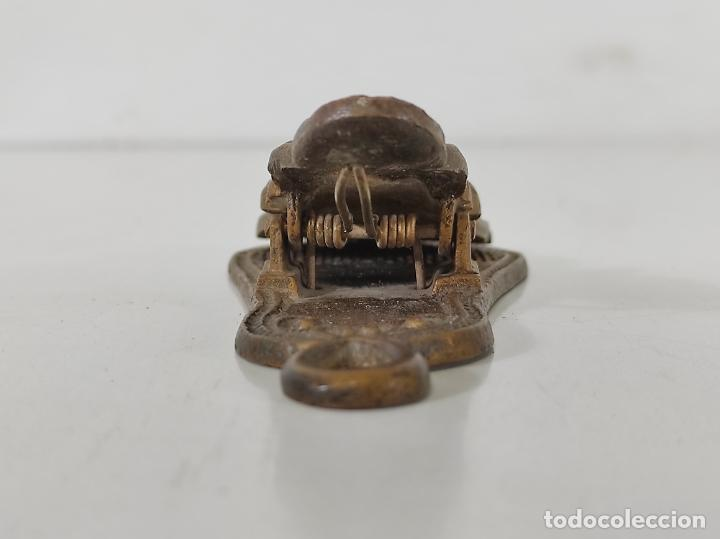 Escribanía: Antigua Pinza Sujeta Papeles - Bronce Cincelado - Foto 5 - 266740433