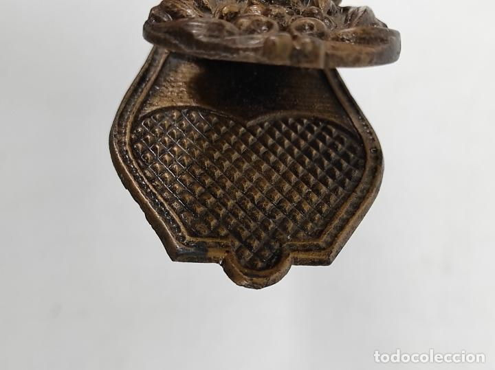 Escribanía: Antigua Pinza Sujeta Papeles - Bronce Cincelado - Foto 6 - 266740433