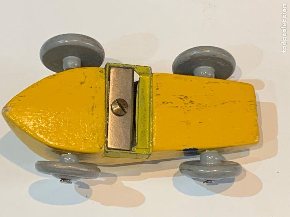 Escribanía: Sacapuntas muy antiguo en forma de coche mide 7x4 cm madera - Foto 11 - 270161318