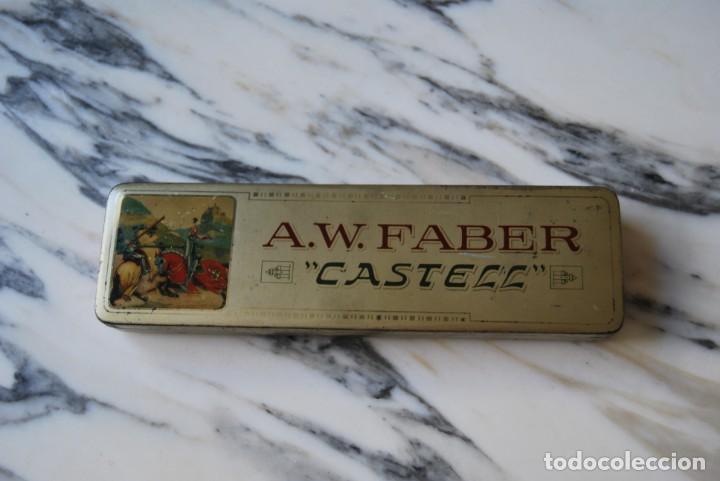 ANTIGUA LATA - PLUMIER - A.W. FABER CASTELL - ESTUCHE - CAJA METAL (Plumas Estilográficas, Bolígrafos y Plumillas - Plumillas y Otros Elementos de Escribanía)