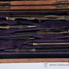 Estilográficas antiguas, bolígrafos y plumas: JUEGO DE COMPAS EN ESTUCHE DE MADERA. Lote 29238611