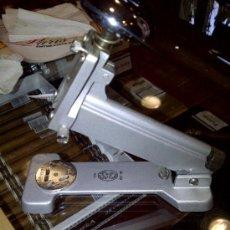 Estilográficas antiguas, bolígrafos y plumas: GRAPADORA CASCO M-30. Lote 37604685