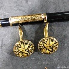 Estilográficas antiguas, bolígrafos y plumas: PRECIOSO CONJUNTO DE BOLIGRAFO Y GEMELOS DAMASQUINADOS. Lote 55785570