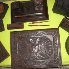 Estilográficas antiguas, bolígrafos y plumas: ESCRIBANIA EN CUERO REPUJADO. Lote 57052536