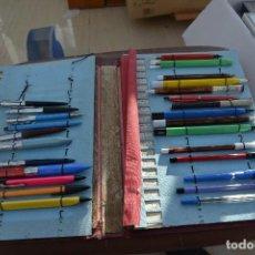 Estilográficas antiguas, bolígrafos y plumas: MUESTRARIO CON 26 BOLIGRAFOS DISTINTAS MARCAS . Lote 77258413