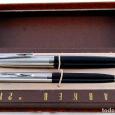 Estilográficas antiguas, bolígrafos y plumas: SET PARKER 21 MARK I NEGRO NEW OLD STOCK PUNTO MEDIO DISCRETO BOX IMPECABLE -12-. Lote 88666644