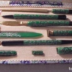 Estilográficas antiguas, bolígrafos y plumas: ANTIGUO JUEGO DE ESCRITORIO - ART-DECO DE BAQUELITA O PASTA , CON SU CAJA ORIGINAL 11 PIEZAS - . Lote 91493565