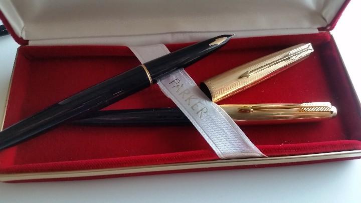Estilográficas antiguas, bolígrafos y plumas: Bolígrafo y pluma estilográfica oro PARKER 61 Classic Fountain, años 60 y caja original terciopelo. - Foto 3 - 27640141