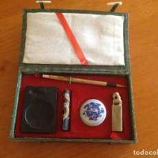 Estilográficas antiguas, bolígrafos y plumas: PRECIOSO JUEGO DE ESCRIBANIA PLUMA TINTERO Y SELLO DE JADE CHINO. Lote 116764575