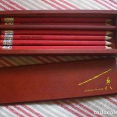 Estilográficas antiguas, bolígrafos y plumas: ESTUCHE DE MADERA CON LÁPICES DE JOHNNIE WALKER. Lote 121731071
