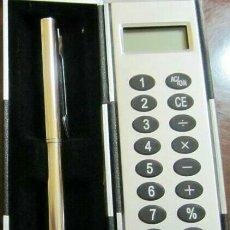 Estilográficas antiguas, bolígrafos y plumas: ESTUCHE CALCULADORA CON BOLÍGRAFO. SIN PUBLICIDAD. ESPECIAL PARA BOLSO.. Lote 130052526