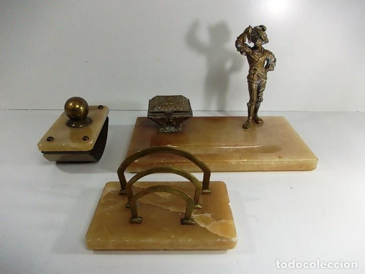 Estilográficas antiguas, bolígrafos y plumas: Antiguo juego de escribania compuesto por tintero, secante y portacartas - Foto 2 - 145059790