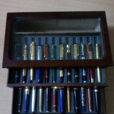 Estilográficas antiguas, bolígrafos y plumas: CAJA EXPOSITOR CON 24 PLUMAS ESTILOGRAFICAS. Lote 147711042