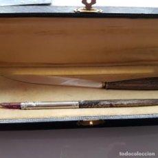 Estilográficas antiguas, bolígrafos y plumas: CONJUNTO DE PLUMILLA Y ABRECARTAS PLATA. Lote 148026190