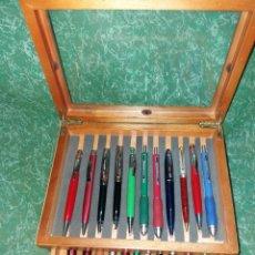 Estilográficas antiguas, bolígrafos y plumas - EXPOSITOR DE MADERA CON 22 BOLÍGRAFOS - 158264666