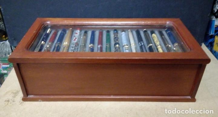 Estilográficas antiguas, bolígrafos y plumas: Vitrina expositor con 50 plumas estilográficas todas diferentes y nuevas. - Foto 3 - 164676654