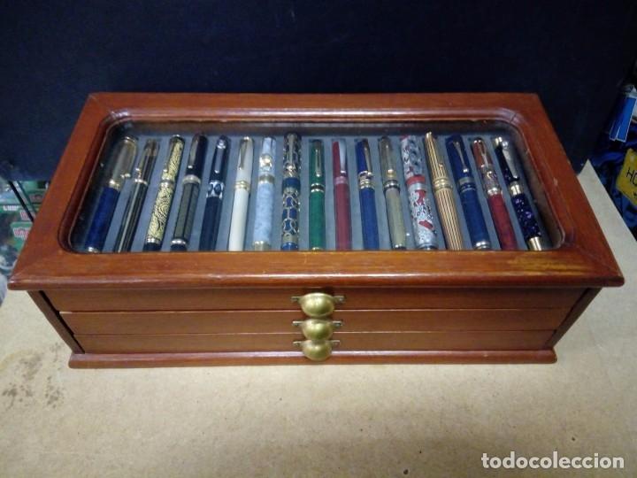 Estilográficas antiguas, bolígrafos y plumas: Vitrina expositor con 50 plumas estilográficas todas diferentes y nuevas. - Foto 4 - 164676654
