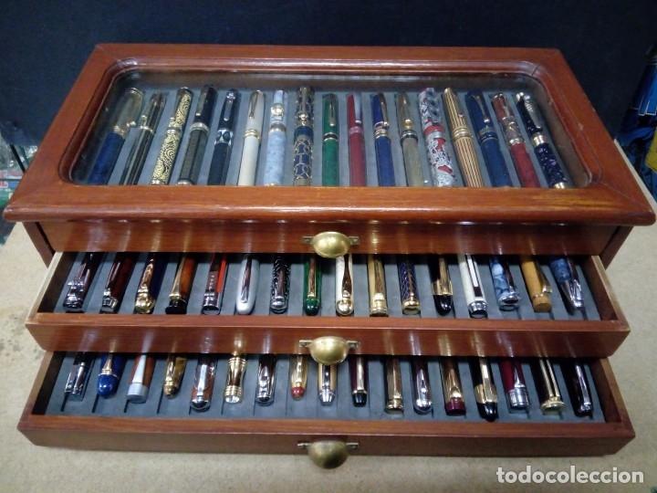 Estilográficas antiguas, bolígrafos y plumas: Vitrina expositor con 50 plumas estilográficas todas diferentes y nuevas. - Foto 5 - 164676654