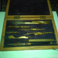 Estilográficas antiguas, bolígrafos y plumas: ANTIGUA CAJA DE MADERA CON JUEGO DE COMPASES EN LATÓN Y HIERRO. Lote 174981882