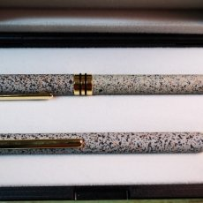 Estilográficas antiguas, bolígrafos y plumas: BEL BOL ESTUCHE CON BOLÍGRAFO Y PLUMA A ESTRENAR. Lote 195133681