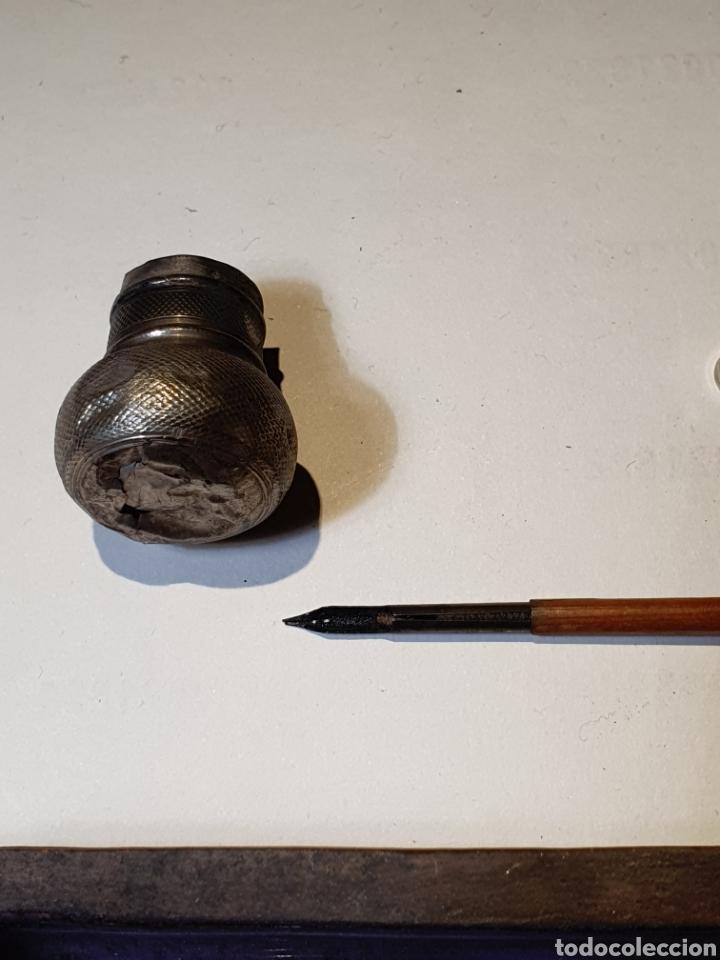 Estilográficas antiguas, bolígrafos y plumas: Lote de pluma y recipiente - Foto 2 - 204628557