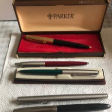 Estilográficas antiguas, bolígrafos y plumas: LOTE DE 3 BOLÍGRAFOS Y 2 PLUMAS, TODAS PARKER. Lote 217595060