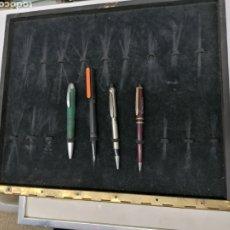 Stilografiche antiche, penne a sfera e penne: EXPOSITOR BOLÍGRAFOS. LOTE DE 2 CUBETAS. Lote 221994451