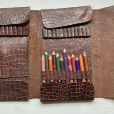 Estilográficas antiguas, bolígrafos y plumas: ESTUCHE PORTALÁPICES DE COLORES ANTIGUO EN PIEL. Lote 229555580