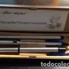 Estilográficas antiguas, bolígrafos y plumas: ESTUCHE FOREVER DE PRIMERA COMUNIÓN CON PLUMA, BOLÍGRAFO Y PORTAMINAS. Lote 236888640