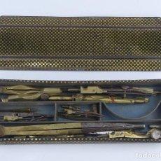 Canetas de tinta permanente antigas, esferográficas e plumas: CAJA CON ANTIGUO JUEGO DE COMPASES Y PIEZAS. Lote 264839809