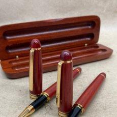 Canetas de tinta permanente antigas, esferográficas e plumas: JUEGO BOLÍGRAFO Y PLUMA CUERPO MADERA. Lote 267106204