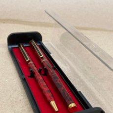 Stilografiche antiche, penne a sfera e penne: BOLÍGRAFO Y PLUMA CUERPO MARMOLADO ROJO. Lote 287999858