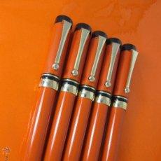 Plumas estilográficas antiguas: R-LOTE 5 PLUMAS ESTILOGRAFICAS-DISEÑO-SIMIL PARKER DUOFOLD ORANGE-NUEVAS-ROBUSTAS-142 MM-VER FOTOS.. Lote 49545200