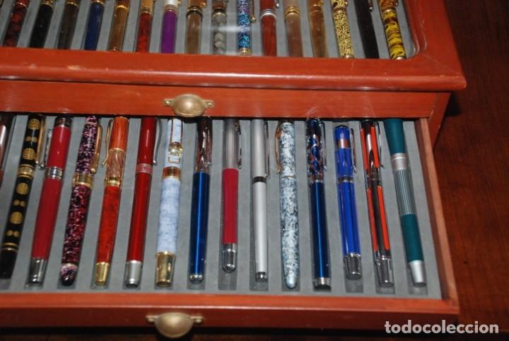 Plumas estilográficas antiguas: COLECCIÓN DE 50 PLUMAS EN SU MUEBLE EXPOSITOR - Foto 7 - 139394350