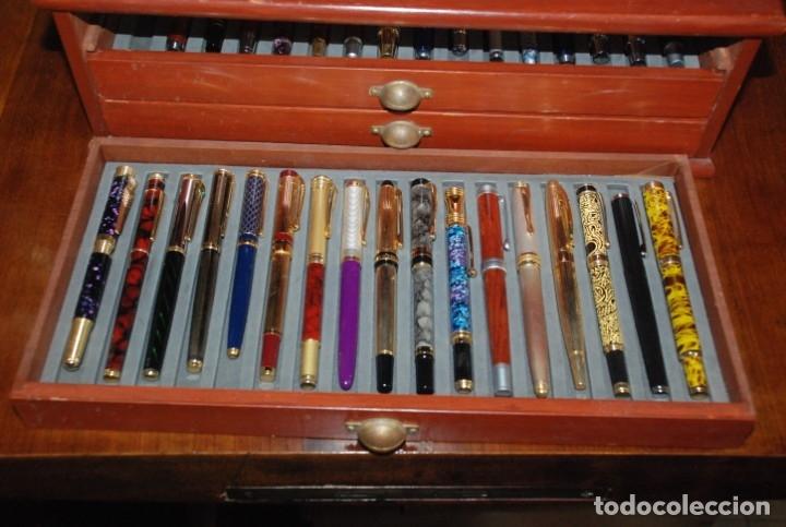 Plumas estilográficas antiguas: COLECCIÓN DE 50 PLUMAS EN SU MUEBLE EXPOSITOR - Foto 15 - 139394350
