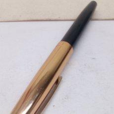 Plumas estilográficas antiguas: PLUMA LACADO NEGRO CABUCHON DORADO. Lote 140858232