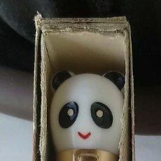 Plumas estilográficas antiguas: PLUMA VINTAGE INFANTIL TOYPEN OSO PANDA MADE IN CHINA. NUEVA SIN USAR. EN SU CAJA DE CARTÓN. Lote 188755932