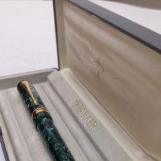 Plumas estilográficas antiguas: PLUMA PARKER DUFOLD CUERPO NACARADO VERDE PLUMIN DE ORO. Lote 195366050