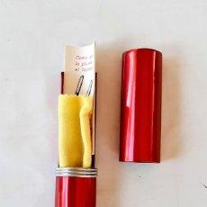 Penne stilografiche antiche: FUNDA METÁLICA GUARDA PLUMA BOLÍGRAFO ROJO - GRANATE AURORA 88. Lote 207142950