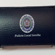 Plumas estilográficas antiguas: CAJA CON ESCUDO POLICIA LOCAL SEVILLA,. Lote 254177735