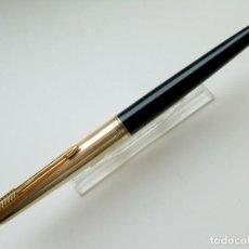 Plumas estilográficas antiguas: PARKER 45 PUNTO DE ORO, CUERPO EN COLO NEGRO Y CAPUCHÓN GOLD FILLED ORO 12 KTS.. Lote 264708309
