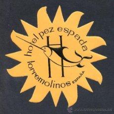 Etiquetas antiguas: TORREMOLINOS *HOTEL PEZ ESPADA* MEDS: 12 CMS.. Lote 167132966
