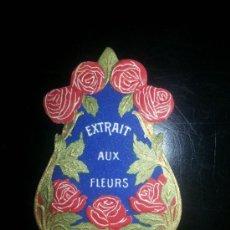 Etiquetas antiguas: ETIQUETA EXTRACTO DE FLORES EXTRAIT AUX FLEURS EN RELIEVE PROBABLE FARMACIA SERRA REUS. Lote 36743385