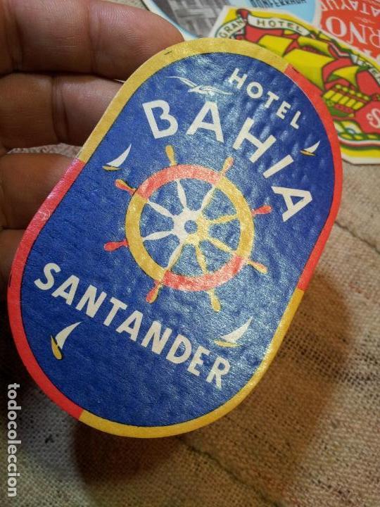 Etiquetas antiguas: - ETIQUETA HOTEL BAHIA SANTANDER - REVERSO ENGOMADO COLECCION PARTICULAR - Foto 3 - 71168573