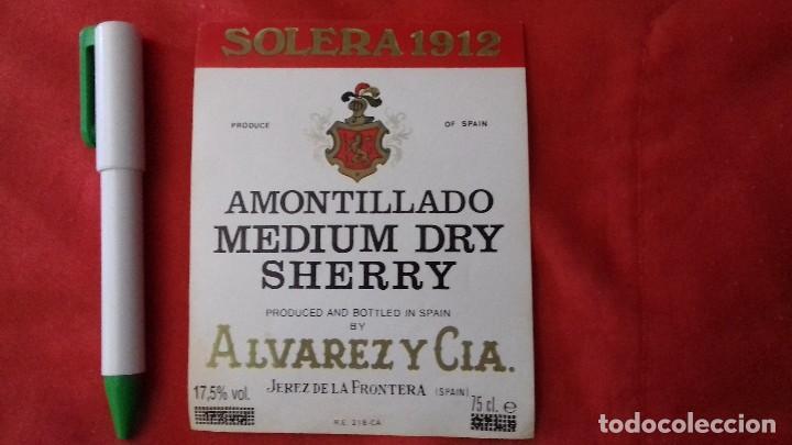 ETIQUETA ALVAREZ Y CIA AMONTILLADO MEDIUM DRY SHERRY (Coleccionismo - Etiquetas)