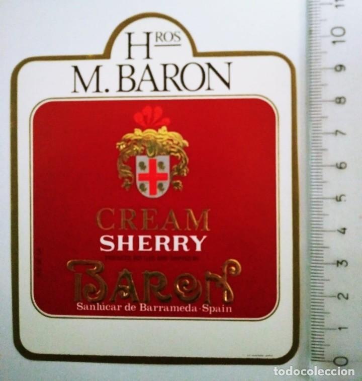 ETIQUETA DE VINO CREAM SHERRY BARON. HROS. M. BARON. SANLÚCAR DE BARRAMEDA ROJA RELIEVE (Coleccionismo - Etiquetas)